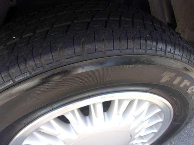 リアのタイヤとホイールです。リアのホイールも、目立つような傷も無く良好な状態です。タイヤの残り溝も有り、まだまだご使用して頂けます!