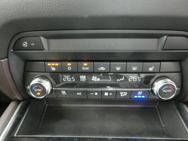 車内温度を設定すれば温度・風量と自動に設定してくれるオートエアコンはとっても便利な装備ですね♪運転席・助手席だけでなくセカンドシートにも冬場にはありがたいシートヒーターが付いてます☆