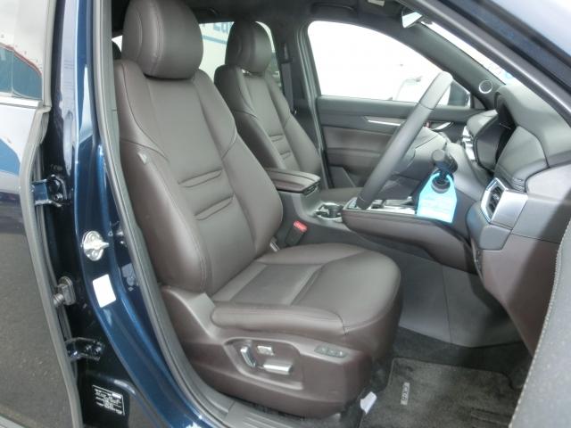高級感漂うブラウン本革シートです。運転席と助手席は電動パワーシートなっております。細かくシート調整が出来ますのでどなたでもピッタリポジションで運転できます♪☆