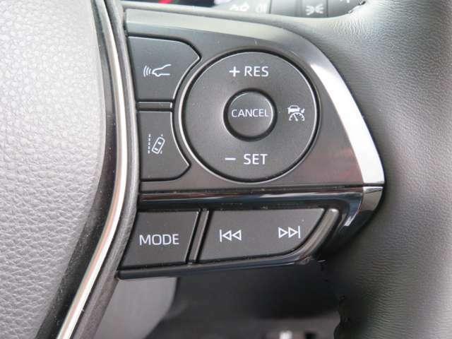 安全装備のトヨタセーフティーセンスやレーダー追尾式のクルーズコントロールも装備