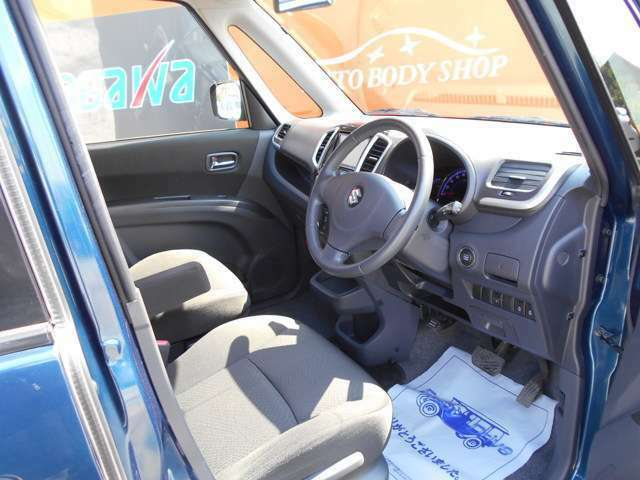 こちらのお車に関するお問い合わせは048-999-6664までお願い致します。