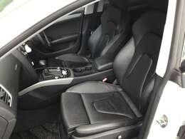 運転席、助手席の写真になります。こちらはなんと電動シートです!本革シートで目立つシミや汚れもなく状たお良好です!