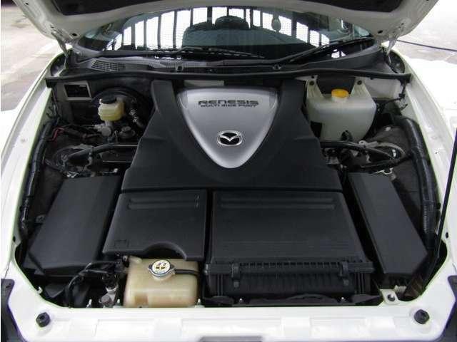 ロータリーエンジン重量および回転バランスにすぐれたローターを採用することにより、ロータリーエンジン特有のスムーズな吹き上がりを追求しています。