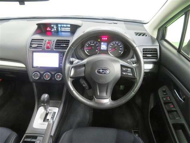 スポーティなハンドル周り。乗り心地も良く運転しやすいですよ♪