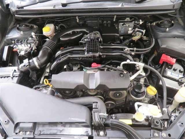 「まるごとクリーニング」は、内外装はもちろん、エンジンルーム内部まで徹底して洗浄します。