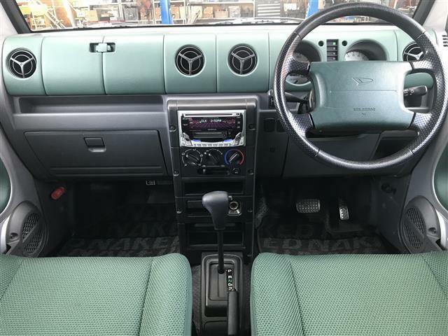 車内はグリーンを基調としたお洒落な空間になっております♪お気軽にメール、または無料電話0078-6002-367149までお問合せ下さいませ♪