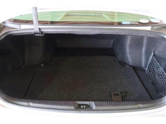 『トヨタ認定中古車』3つの安心を1台にセット!1.徹底した洗浄 2.車両検査証明書つき 3.ロングラン保証つき 全てをクリアした【安心】の証!詳しくスタッフまでお気軽にお問い合わせ下さい。