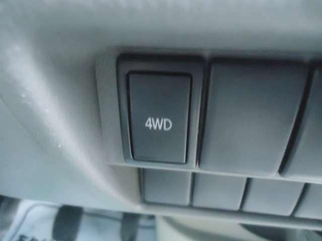 4WD車なので悪路もバッチリです。切り替えも瞬時に切り替え可能です。シートヒーター装備しています
