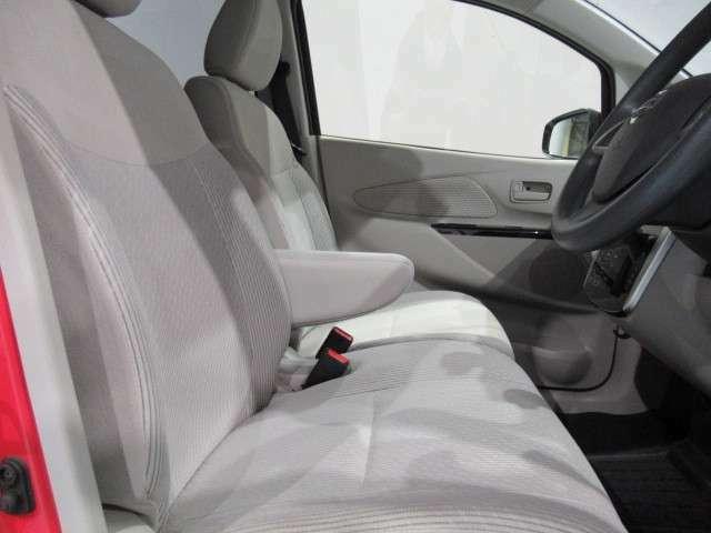 高さ調整機能付きの運転席です。お好みのポジションに調整できます。