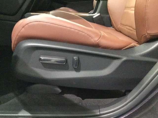 パワーシートがついておりますので電動にて座席のコントロールも可能です