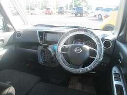 操作しやすい運転席廻り!操作パネルも使いやすい!!ドライブが楽しくなりますっ!