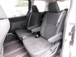 フルセグナビ・後席モニター・バックカメラ・Bluetoothオーディオ・両側自動ドア・シートヒーター・LEDライト・フォグライト・本革巻ステアリング・クルーズコントロール・ETC・ドアバイザー