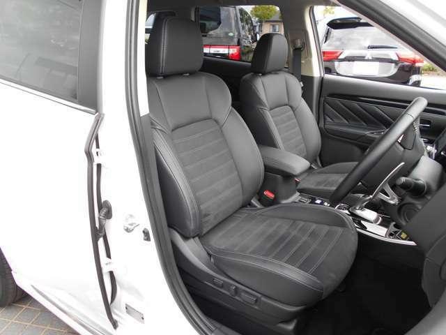 フロントシートは、パワーシートですので、お好みのシートポジションに設定できます。