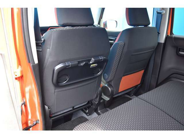 シートアレンジもたくさん出来て、いろいろな用途にお使い頂けますよ!収納スペースもたくさんあり、とっても便利になっております!助手席にはテーブル機能がついた収納スペースもありますよ!