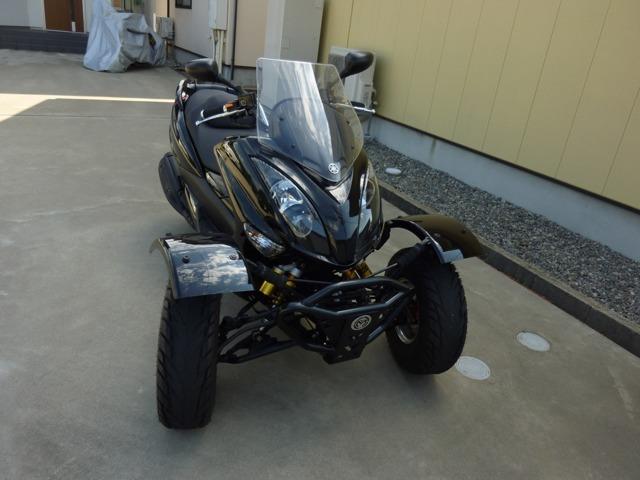 逆トライクで前二輪なのでブレーキが安定してます(^o^)ヘルメット不要なので気軽に乗れます!車検も無く維持費も安くセカンドカーにピッタリ!普通自動車免許で運転できます!