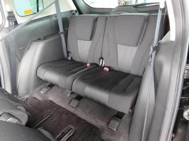 サードシートの足元もゆったり、定員は2名です。