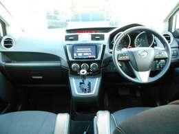 開放感があるフロントガラスです スイッチ類は運転席から使いやすい位置に配列されています