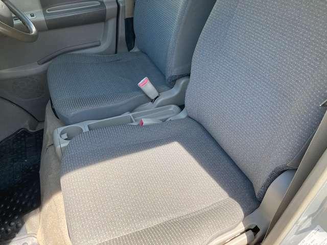 前部座席のシートも綺麗ですよ♪