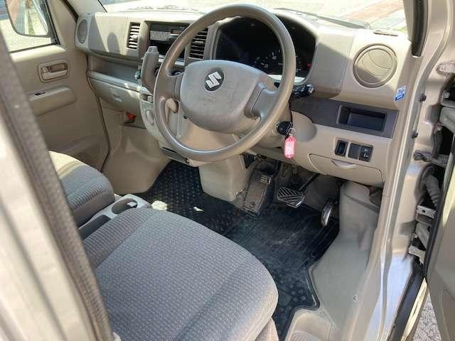 運転席は広々空間♪気になる点などございましたらお気軽にご連絡ください♪TEL0078-6002-375049