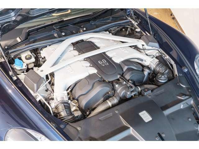 ■V12 6.0L自然吸気エンジン