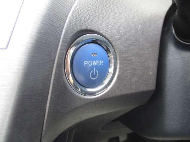 【プッシュスタート】ブレーキを踏みながら押す事でエンジンがかかります!カバン等からスマートキーを取り出さなくても、ドアの施錠・解錠も出来ます♪