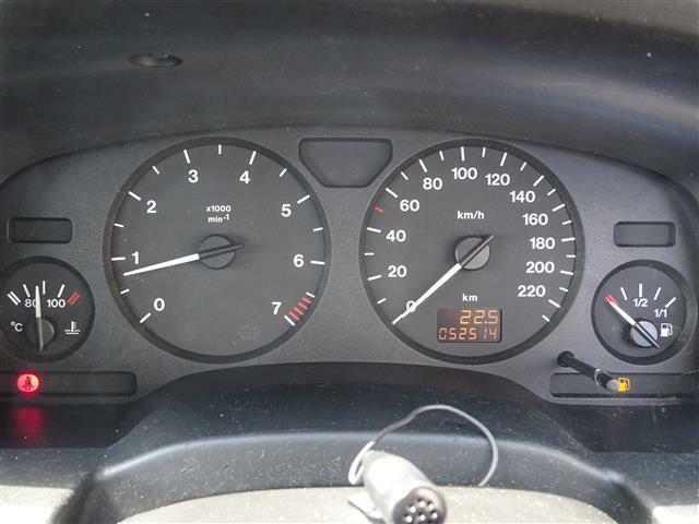 欧州車らしい純正220キロメーター♪走行まだまだ5.3万キロです☆