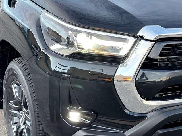 純正LEDヘッドライト付き。暗い夜道でも光が定まり非常に見やすくなっております。