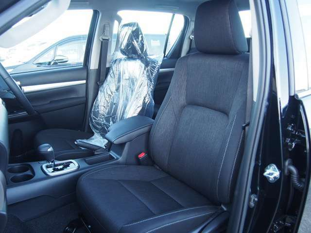 高品質でデザイン性の高いシート。シートカラー変更可能です!!オプションにてシートカバーはいかがでしょうか??