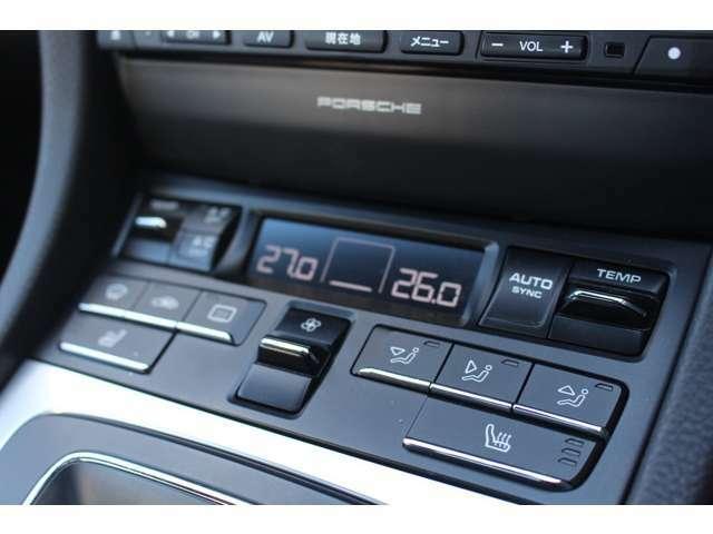 オートエアコンはもちろんのことシートヒーターも設定されておりオプション内容が多数ついております