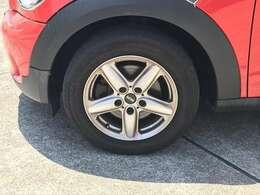 タイヤサイズ205/60R16☆純正アルミホイール付。