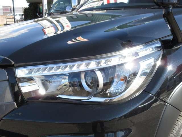特別仕様車専用のホワイトレターのタイヤとオーバーフェンダーが合っていてカッコ良いデザインになっています。