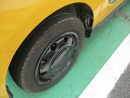 アルミホイール装備です!タイヤの溝もしっかり残っております。
