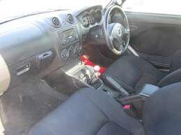 運転席と同様に使用感はありますが、助手席も比較的程度の良い状態が保たれております。