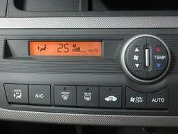 フルオートエアコン機能付きなので温度を設定するだけで自動で風量や風向を調整してくれます。
