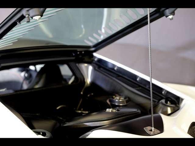 ポリカーボネイト製エンジンカバー