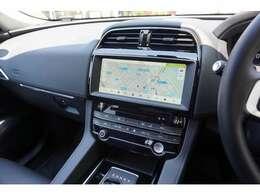 標準装備の10インチタッチスクリーンは感覚的なタッチ操作に対応。