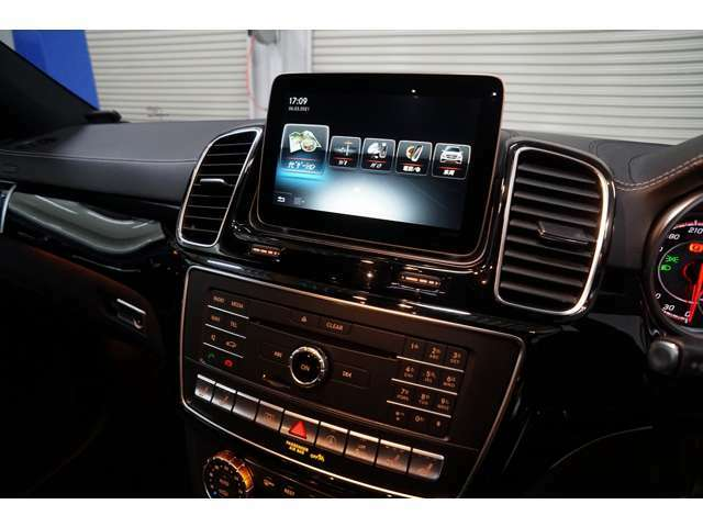 COMANDシステム HDDナビ/地デジ/AM/FM/SD/CD/DVD/MP3/Bluetoothオーディオ機能/COMANDオンライン/ETC2.0