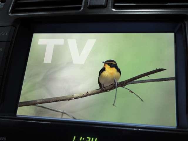 TVは地デジフルセグチューナーなります。走行中もTVの視聴は可能です。