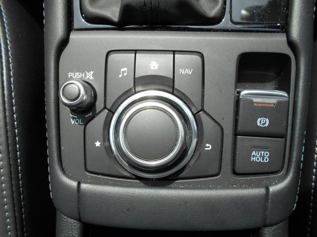 手元を見ずに操りやすいコマンダーコントロール。