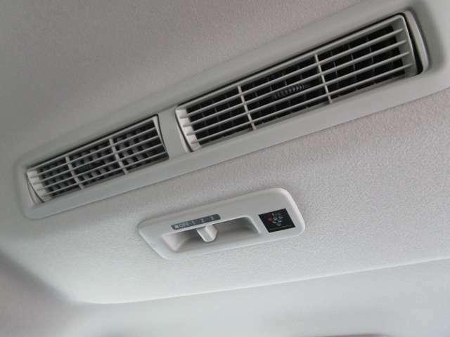 イオンの効果で空気をきれいに。リヤサーキュレーター(プラズマクラスター付き)を装備!空気浄化や脱臭、静電気除去など移動空間にうれしい効果をもたらします♪