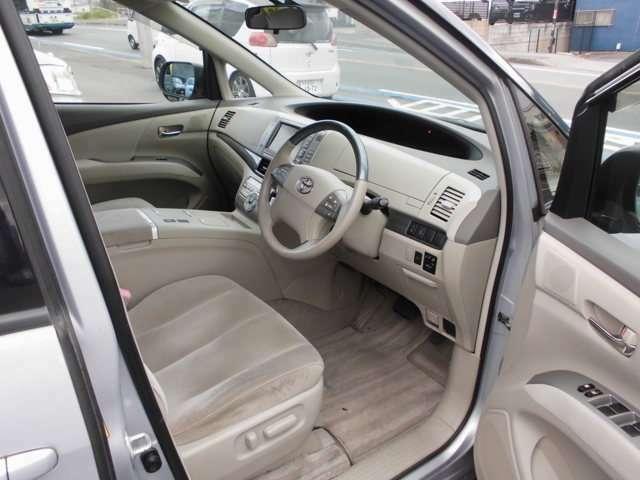 運転席パワーシート&インテリジェントパーキングアシスト付き