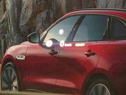 【ヘッドアップディスプレイメーカーオプション参考価格103,000円】「運転席前方のガラスにナビの指示、シフトポディション、速度を表示。視界に入ってきますので安全にドライブ頂けます。」