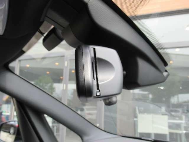 ミラー一体型ETC 高速道路をノンストップで通過可能です。