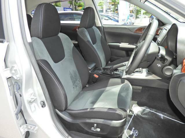 ★サポート性の高いフロントシート★人間工学を考慮し、ロングドライブでも疲れを感じさせない優れたシートです!