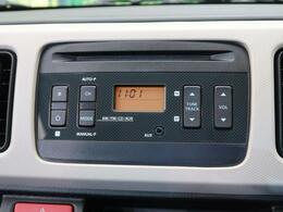 【純正オーディオ】メーカー純正オーディオ搭載。CD再生、AM/FMラジオが使えるオーディオです。AUX接続もオススメ!イヤホンで利くオーディオなら何でもつなげられます♪