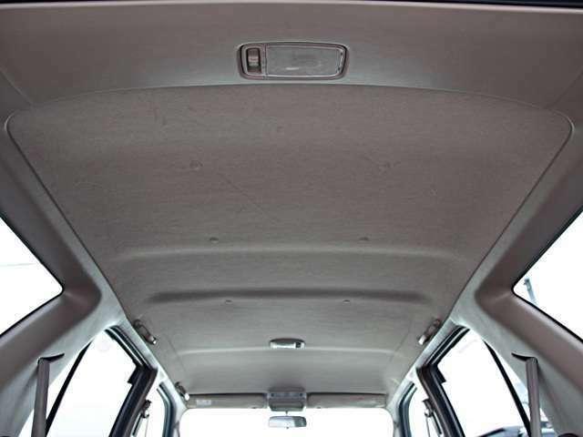 天井の写真です☆中古車なので多少の使用感はありますが、状態はキレイだと思います☆