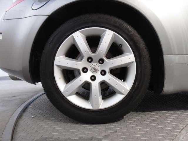 タイヤサイズは前225/50R17 後ろ 235/50R17です♪