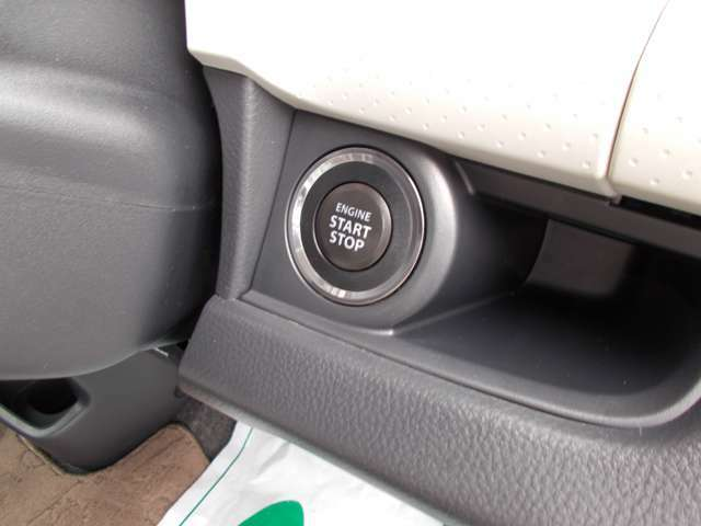 プッシュスタート機能搭載!鍵を差し込まなくても、ボタン操作のみでエンジンをかけたり止めたりできます!スマートーキー同様、ちょっとしたことですが、あると便利な機能の一つですよ!
