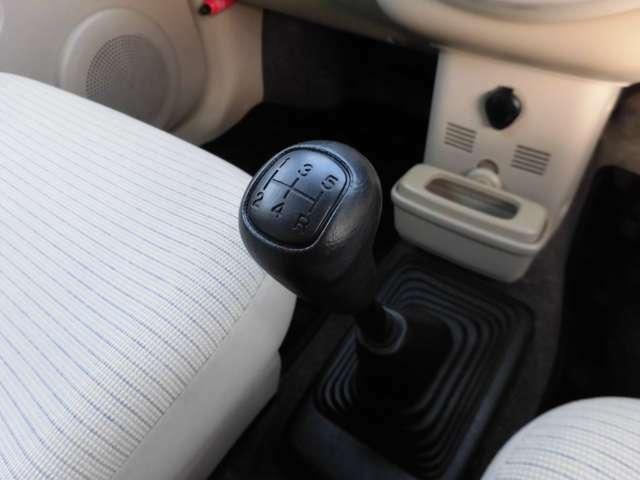 5速マニュアルミッション車!シフトレバーはサクサクスムーズに動き、しかもクラッチは新品に交換済み!やっぱりクルマはMTが乗ってて楽しい♪ついついドライブしたくなる、希少なミッション車を是非ご検討下さい!