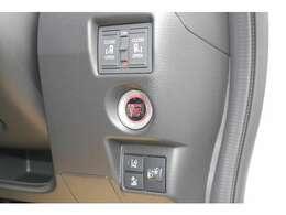 キーは、スマートキーです。エンジンスタートはプッシュ式となります。ドアの鍵もワンタッチで開閉可能です。スライドドア両側共に電動式となります☆